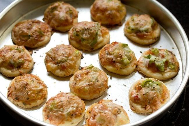 baked - veg pizza puffs recipe