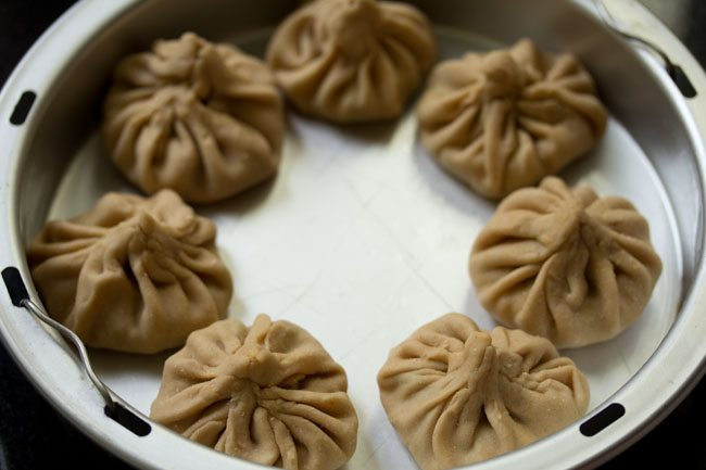 preparing veg momos recipe