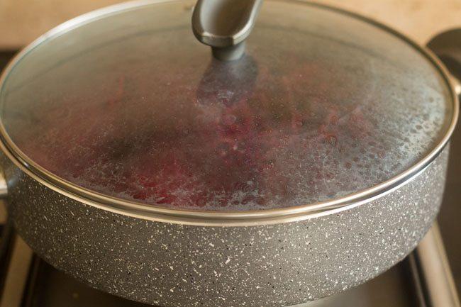 preparing beetroot halwa recipe