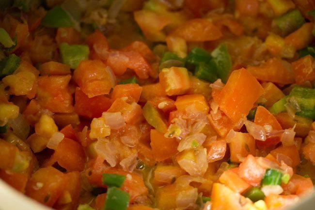 tomatoes for making pav bhaji recipe in pressure cooker