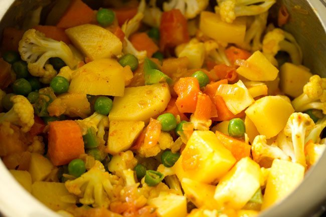 veggies for making pav bhaji recipe in pressure cooker