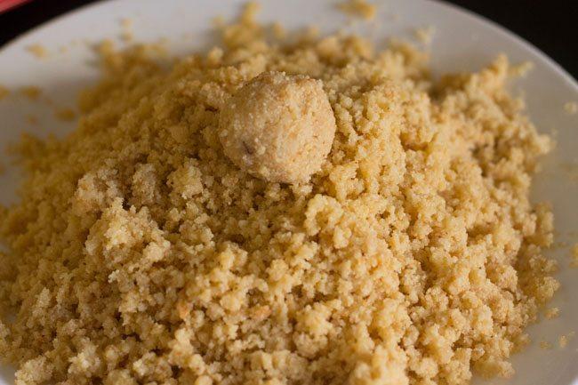 preparing rava ladoo recipe