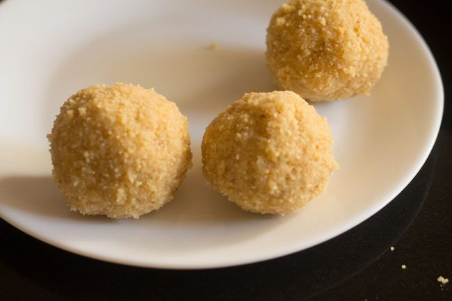making khoya sooji ladoo