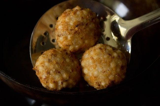 frying vada - sabudana vada recipe