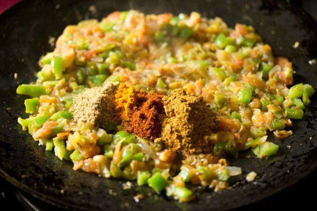 spices to prepare mushroom tawa masala recipe