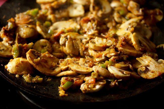 mushrooms to make mushroom tawa masala recipe