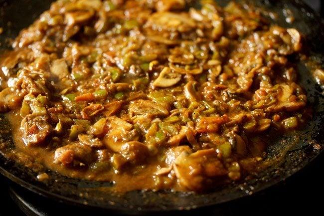 preparing tawa mushroom masala recipe