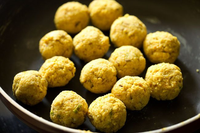 making urad dal kachori recipe