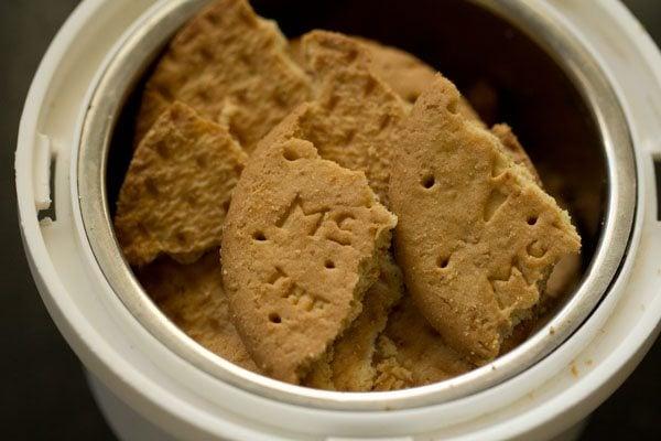 biscuits to make eggless cheesecake recipe