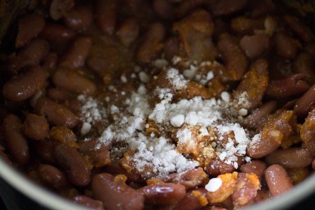 preparing jammu rajma masala recipe