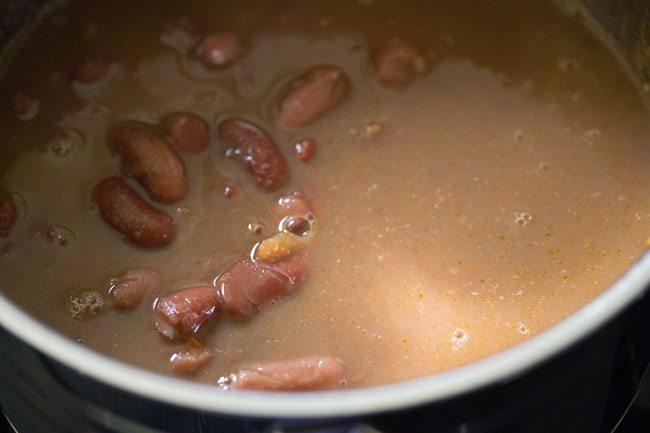 preparing jammu rajma recipe