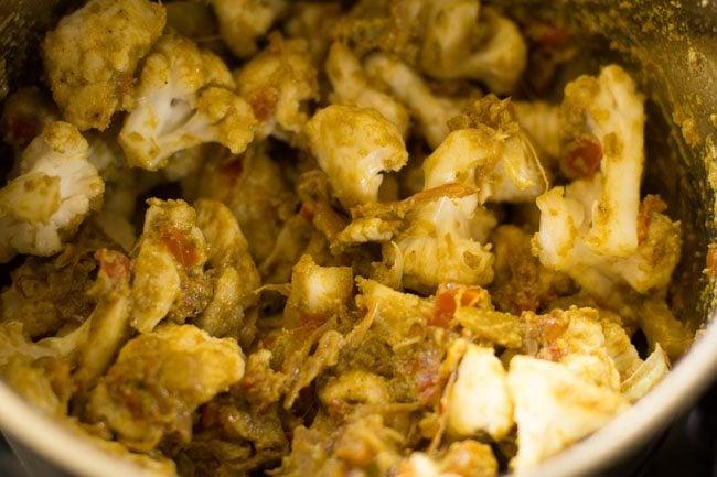 gobi for preparing gobi biryani recipe
