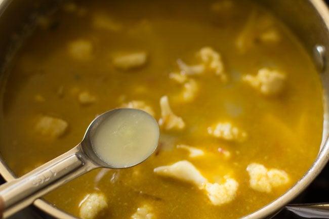 preparing gobi biryani recipe