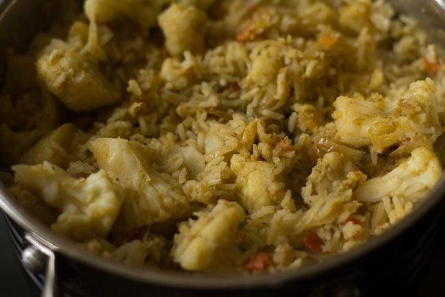 preparing cauliflower biryani recipe