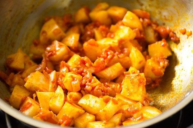 potatoes for making potato curry recipe