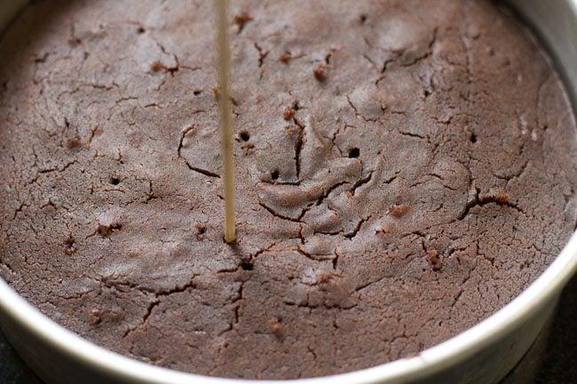 making eggless chocolate cake in pressure cooker recipe