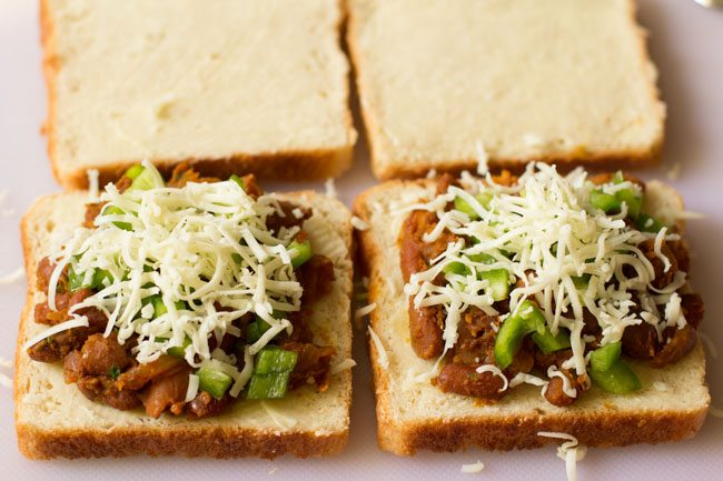 preparing grilled rajma sandwich recipe