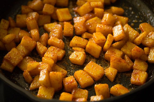 mix spices with potatoes