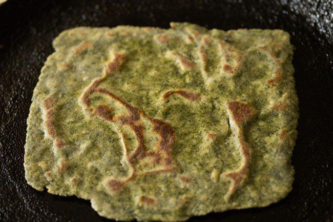 preparing bathua paratha recipe