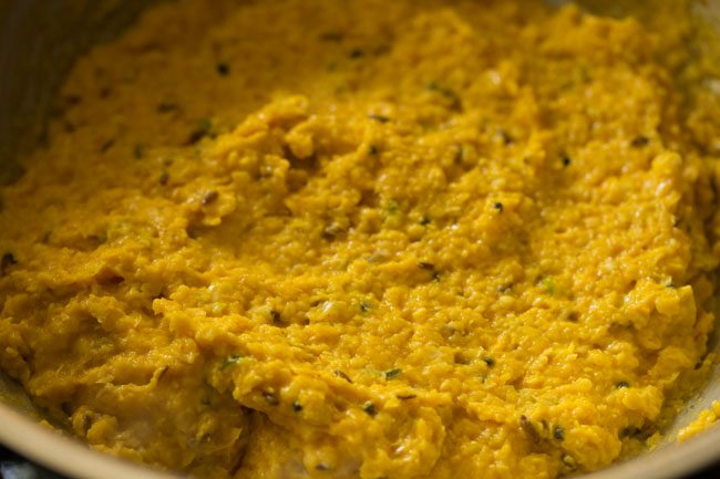 preparing indore style bhutte ka kees recipe