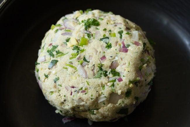 preparing bread vada recipe