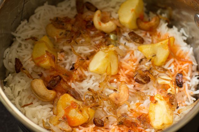 preparing hyderabadi style dum aloo biryani recipe