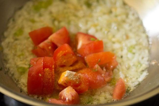 tomaotes for making suva moong dal sabzi recipe