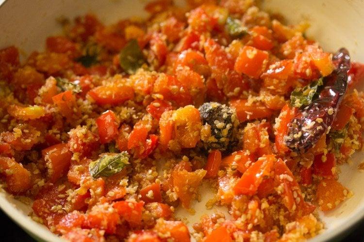 preparing capsicum chutney recipe
