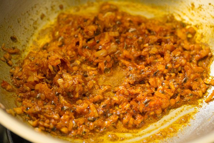 making cauliflower curry recipe