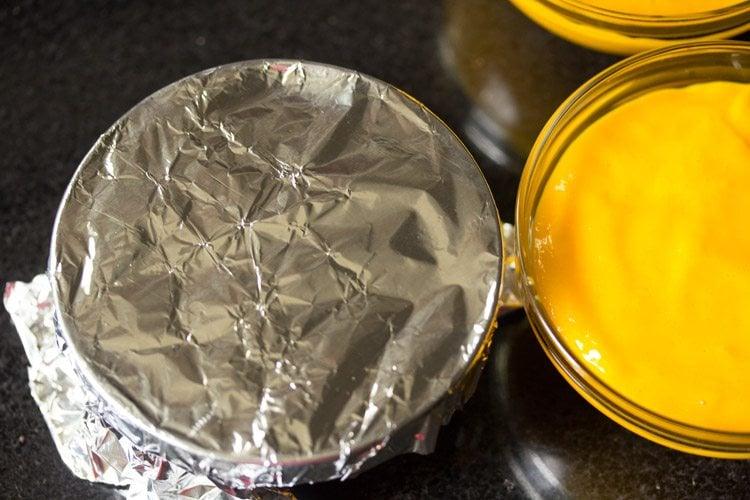 setting mango pudding in bowls