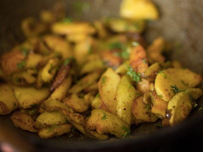 sukhi aloo parwal sabzi recipe