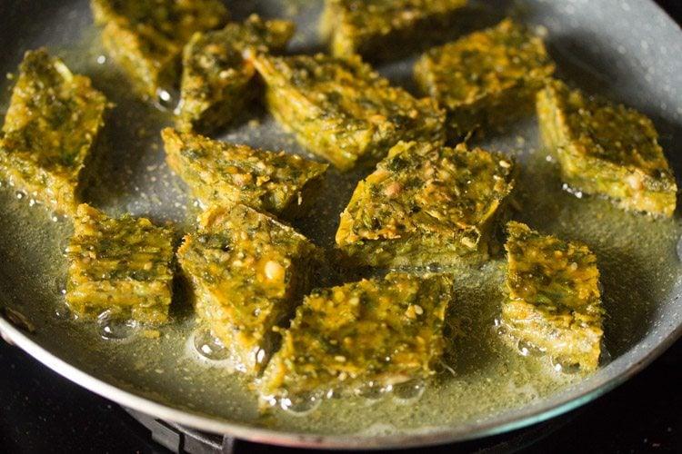 making kothimbir vadi recipe