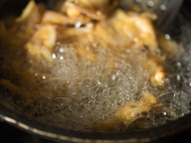 making ulli vada recipe