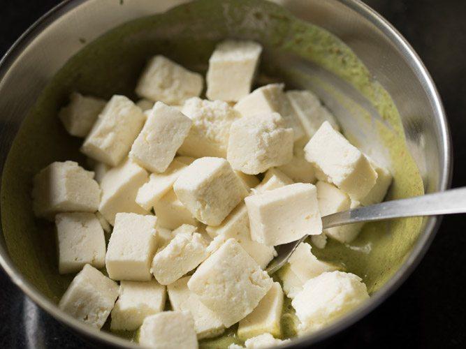 making hariyali tikka recipe on tawa