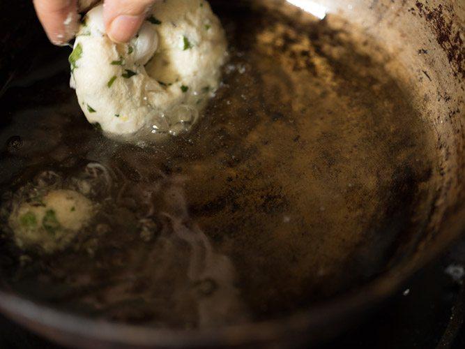 making sooji vada recipe