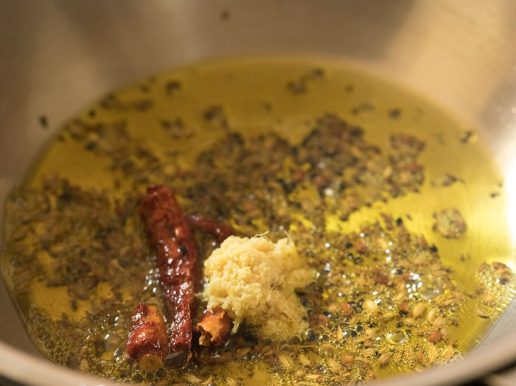 making tomato khejur chutney recipe