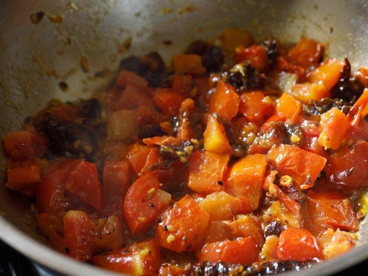making bengali tomato khejur chutney recipe