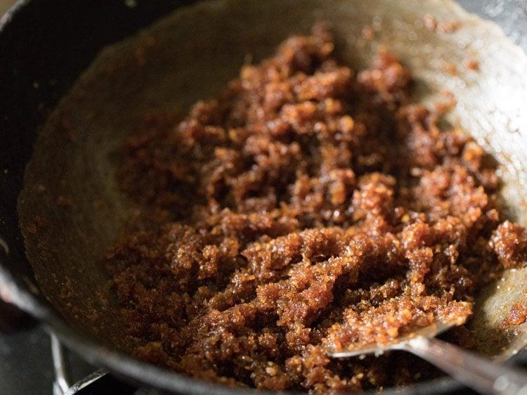 making gurer narkel naru recipe