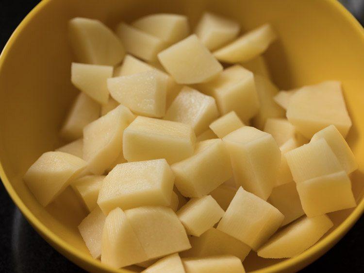 making flower batata rassa recipe