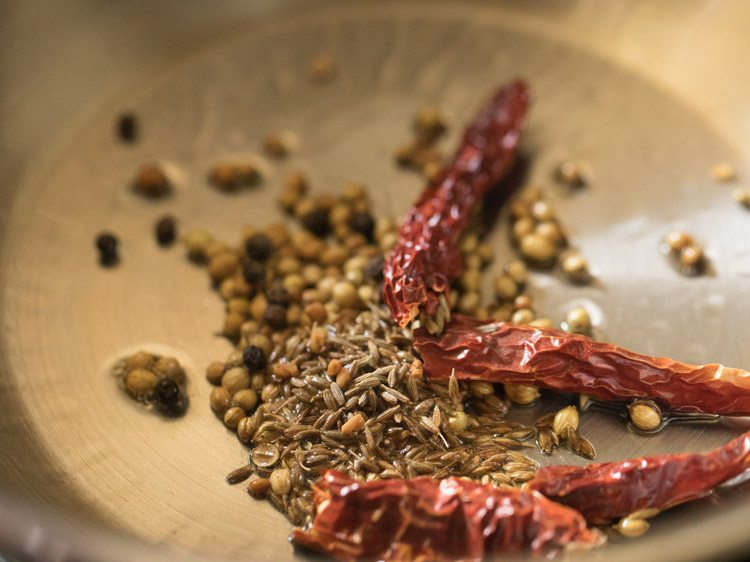making ulli theeyal recipe