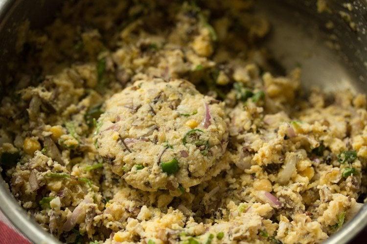 making vazhaipoo vada recipe