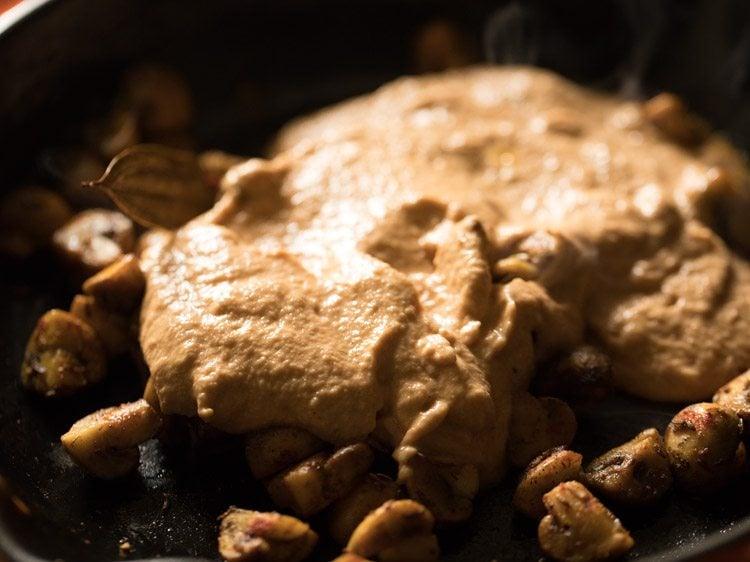 making mushroom paneer curry recipe