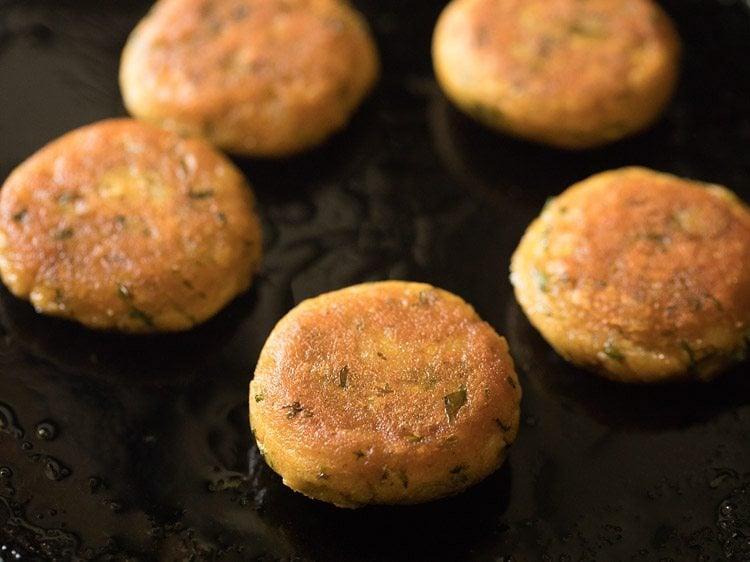 making aloo tikki for aloo tikki chaat recipe