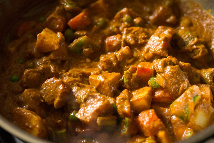 making Goan veg xacuti recipe