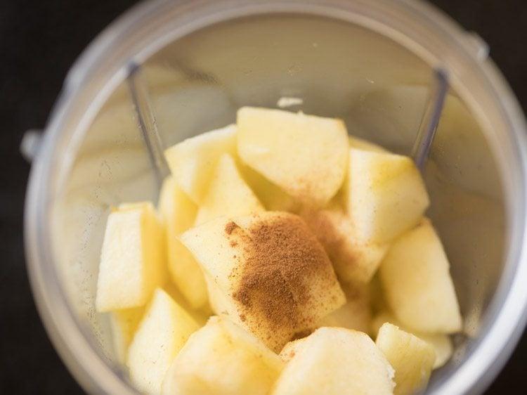 making apple smoothie recipe