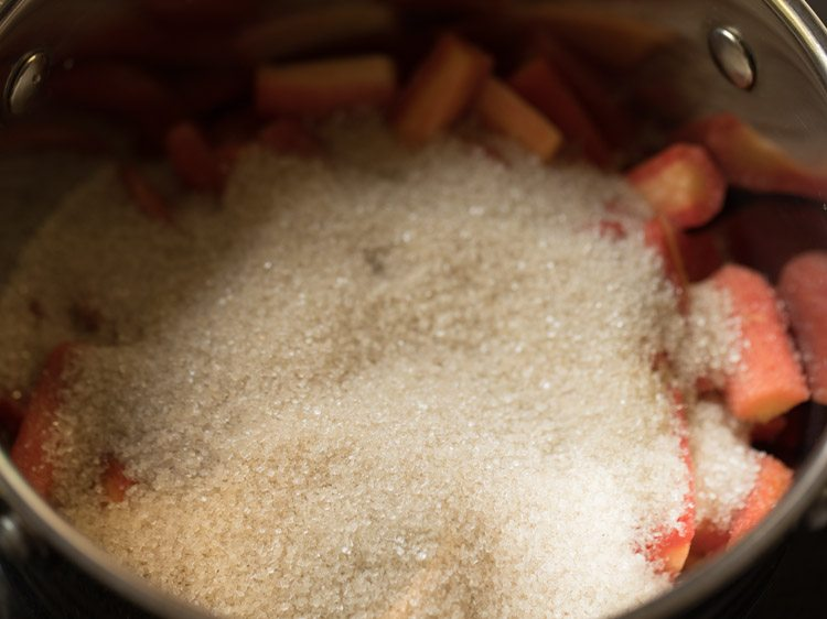 making carrot murabba recipe
