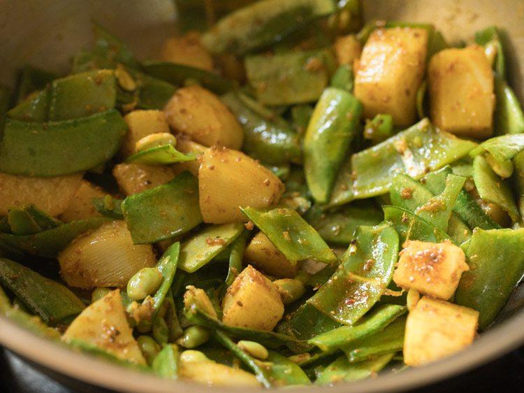 making gujarati valor papdi shaak recipe