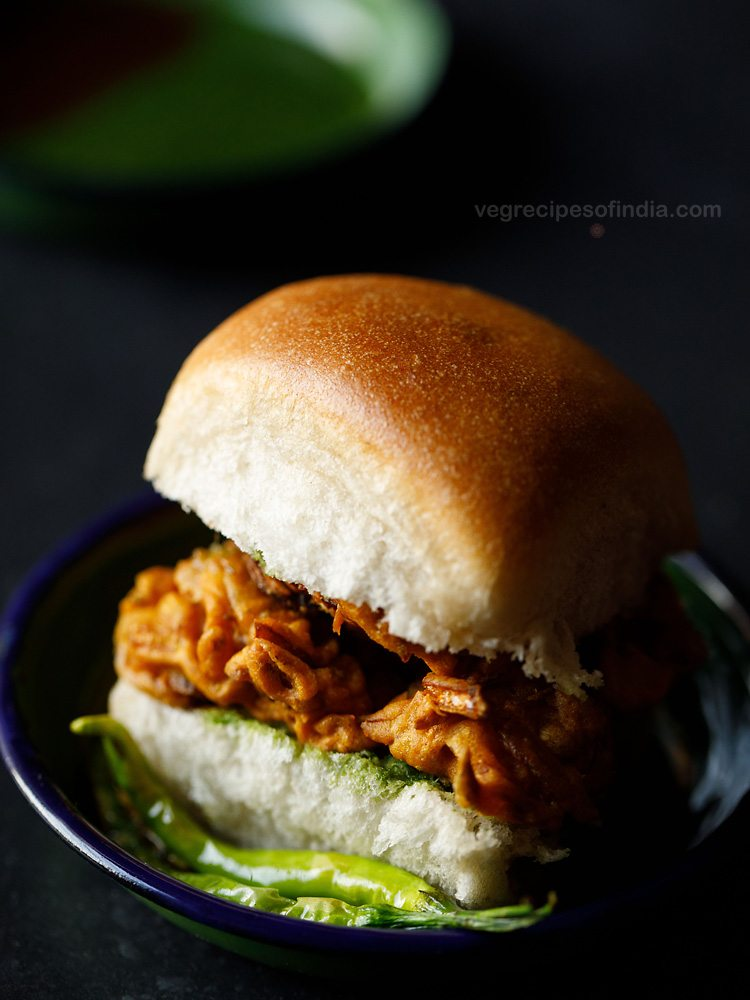 mumbai style kanda bhaji pav recipe