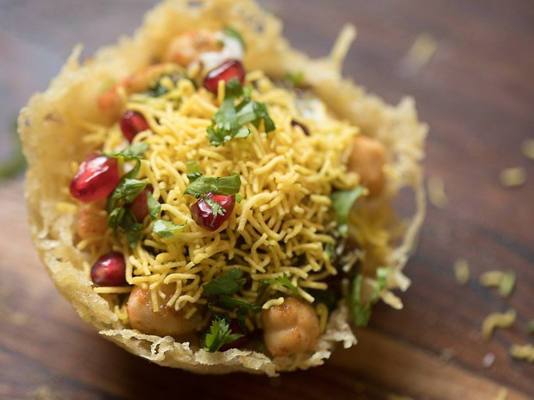 aloo katori chaat recipe, katori chaat recipe, aloo lachha tokri chaat recipe