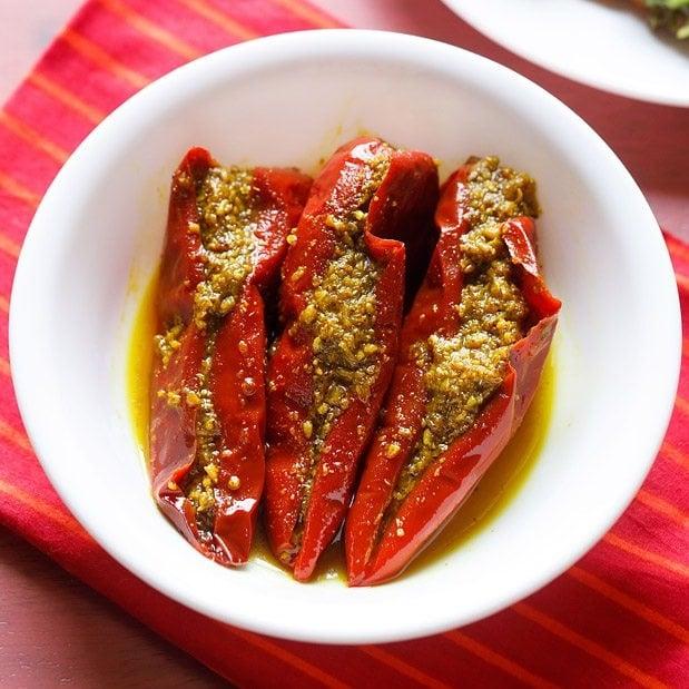 red chilli pickle recipe, lal mirch ka achar recipe
